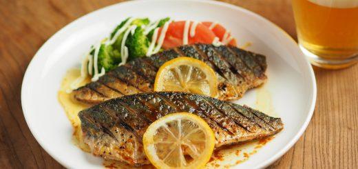 Người Nhật có cách làm cá thu nướng sốt tiêu chanh siêu dễ bằng chảo chống dính: Học ngay thôi!