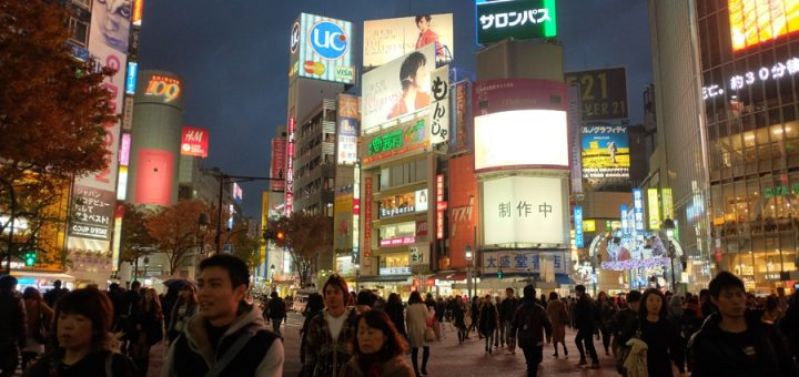 เดินเล่นไปเรื่อยๆชมวิวเมืองที่ชินจูกุ ต่อศาลเจ้าเมจิ ผ่านโอโมเตะซานโด ออกชิบูย่าในวันฟ้าครึ้ม