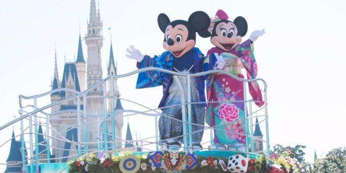 พร้อมแล้ว! Tokyo Disney Resort เตรียมรับปีใหม่ 2018 ด้วยขบวนพาเหรดดิสนีย์ในชุดกิโมโน พร้อมของที่ระลึกสุดพิเศษที่มีเฉพาะงานนี้เท่านั้น