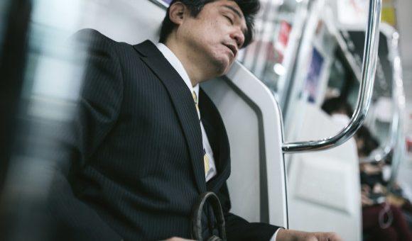 รู้หรือเปล่าว่าคนญี่ปุ่นมีค่าเฉลี่ยจำนวนชั่วโมงที่นอนน้อยที่สุดในโลก แล้วเป็นเพราะอะไร ?