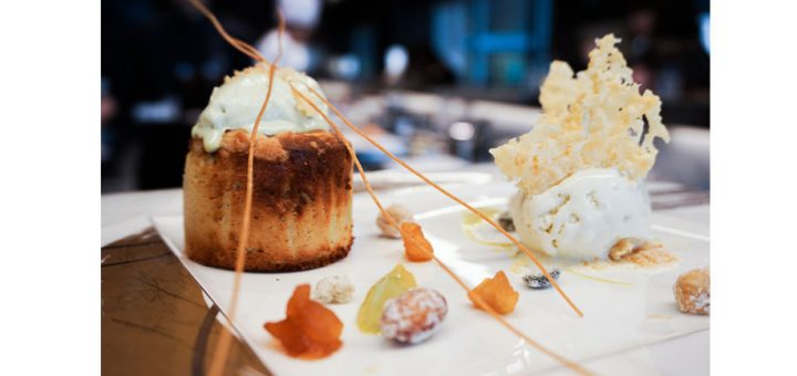 Toshi Yoroizuka ซาลอนขนมหวานที่เชฟมาทำขนมให้ดูตรงหน้า