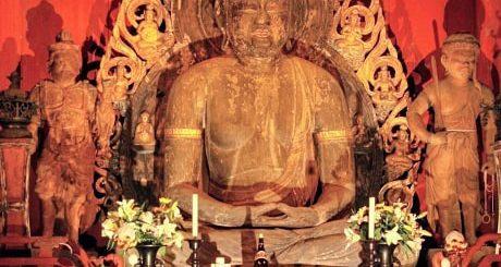 ตื่นตาตื่นใจกับองค์พระพุทธรูปที่สร้างด้วยไม้ ณ วัด Myorakuji ที่เมืองอิจิโนะมิยะ จังหวัดจิบะ